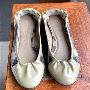 Burberry tan patent/black ballet flats, size 36